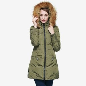Orolay Women's Down Jacket with Faux Fur T…